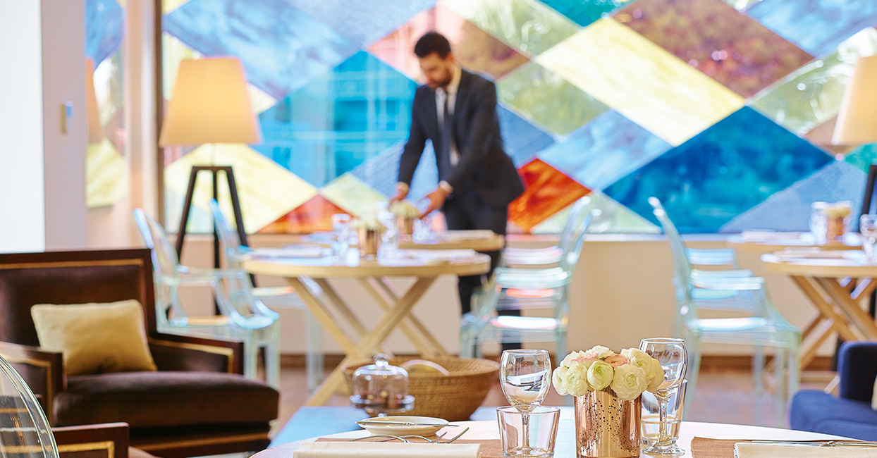 vouliagmeni-suites-vacation-and-dining-in-athens