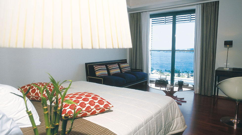 vouliagmeni-suites-deluxe-gustroom-sea-view-luxury-accommodation-in-athens