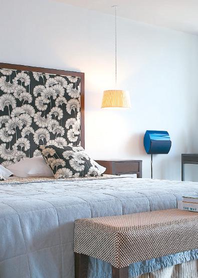 01-Vouliagmeni-Suites-Sea-View-Premium-Deluxe-Guestroom