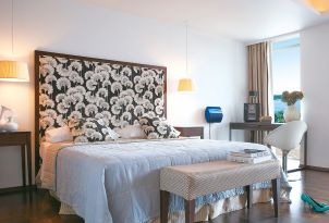 13-sea-view-premium-deluxe-guestroom-vouliagmeni-suites